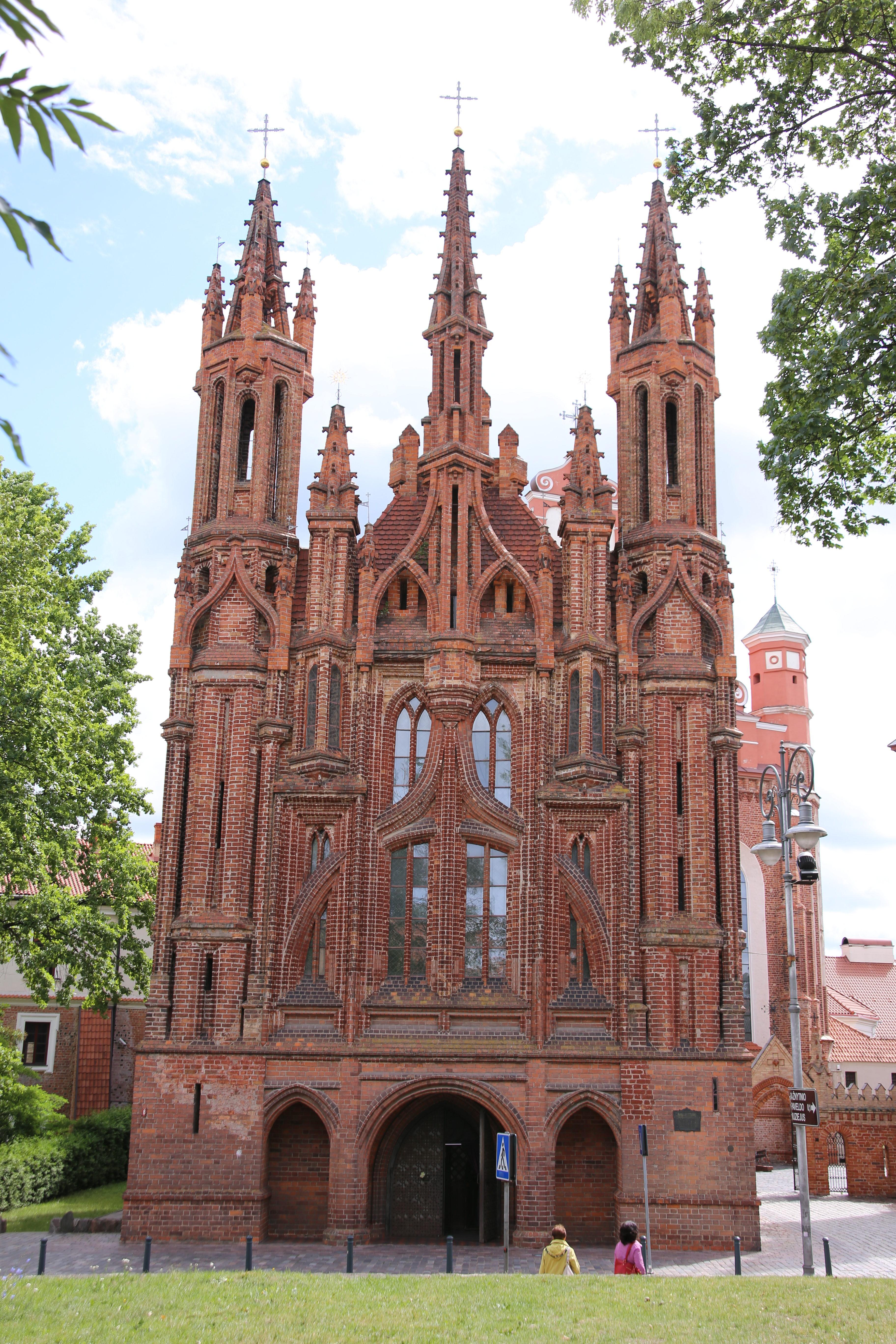 Kirchen, Schlösser und Burgenruinen